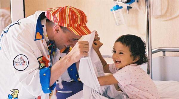 Alegra la Navidad a los niños hospitalizados