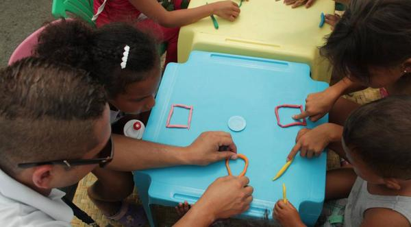 Construcción de una escuela para 120 alumnos en Las Gilces
