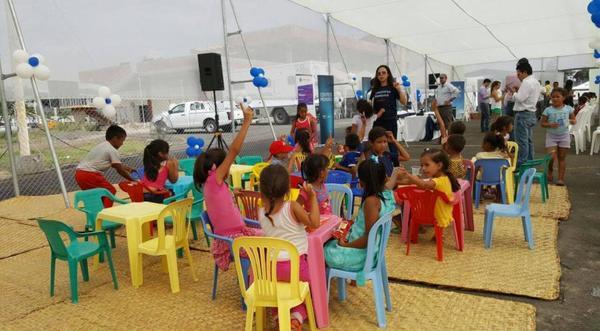 Reconstrucción de un colegio y de las vías de acceso en Esmeraldas