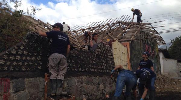 Ayuda en la emergencia en Ecuador