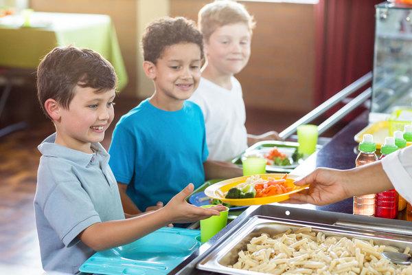 Becas comedor para niños y niñas en riesgo de pobreza