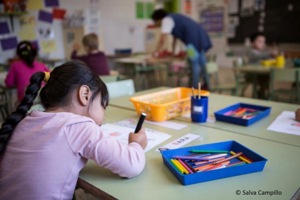 Material escolar para niños y niñas en riesgo de exclusión
